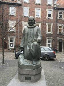 グルントヴィ銅像(デンマークのホイスコーレンの提唱者)